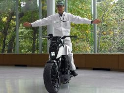 honda-riding-assist-02