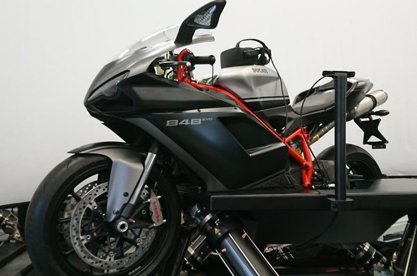 Cruden B306-HMD, el mejor simulador de moto