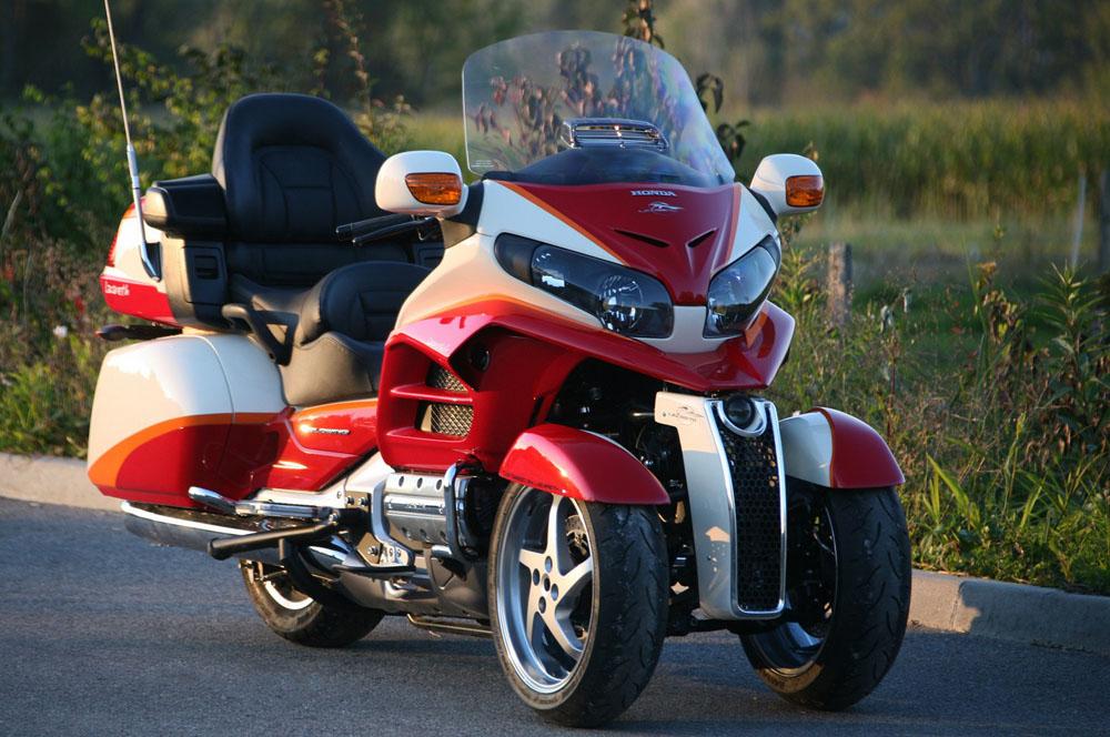 Una Honda Goldwing de tres ruedas por Lazareth