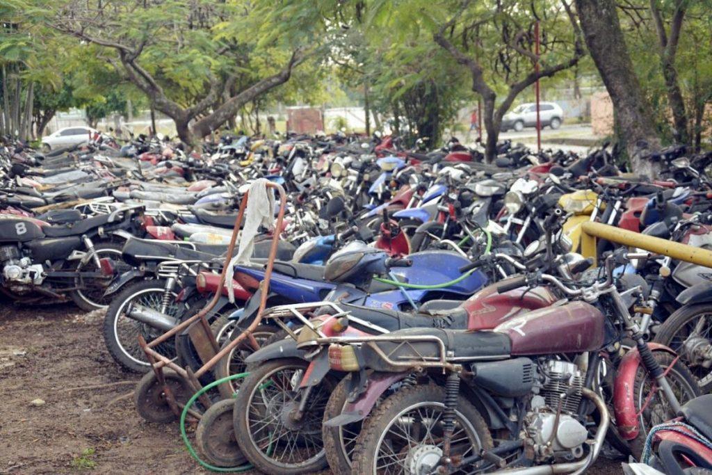 592 Cementerio de motos