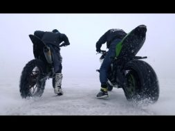 777 Moto calle vs cross nieve