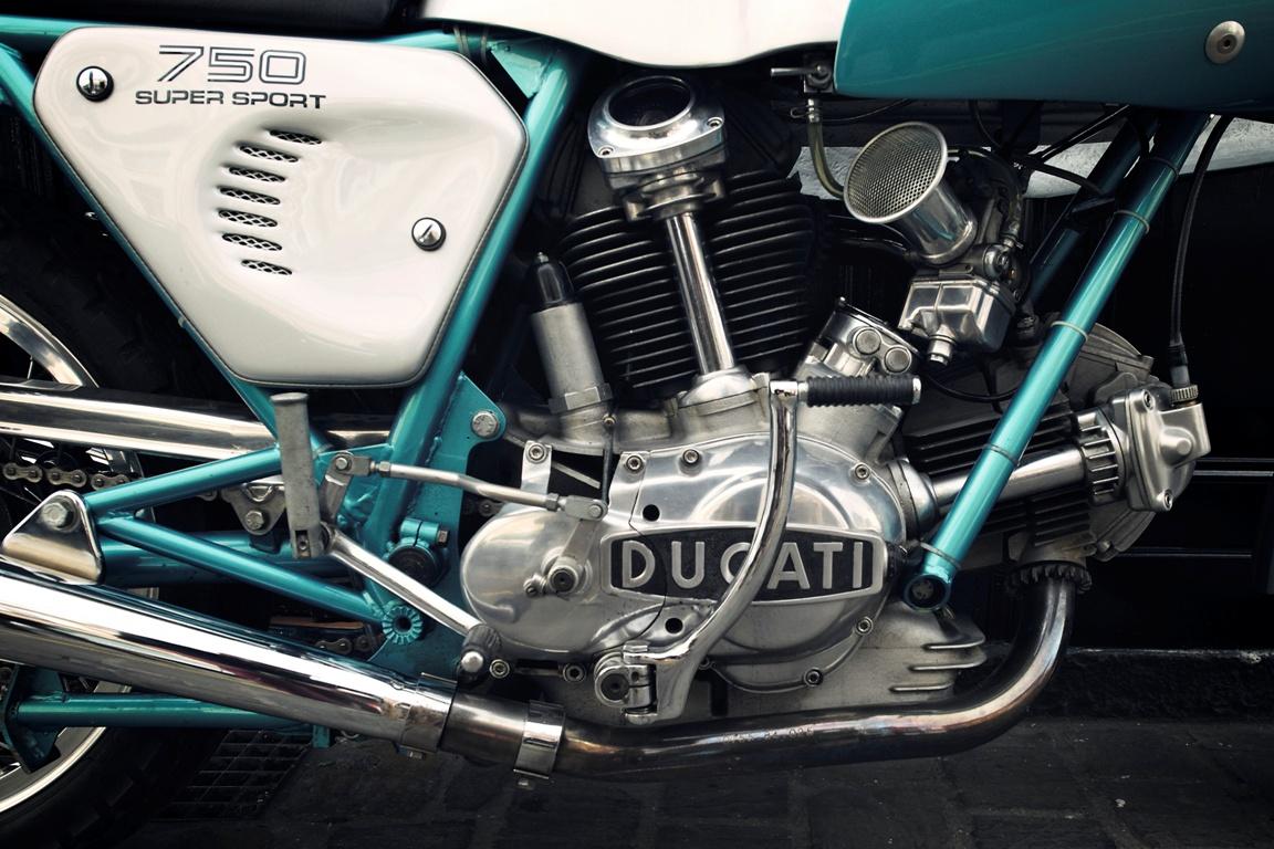 330 Ducati 750SS 04