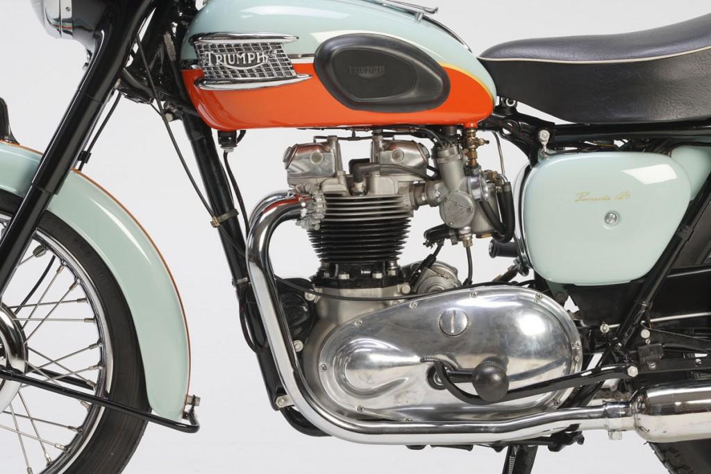 366 Triumph Bonneville 03